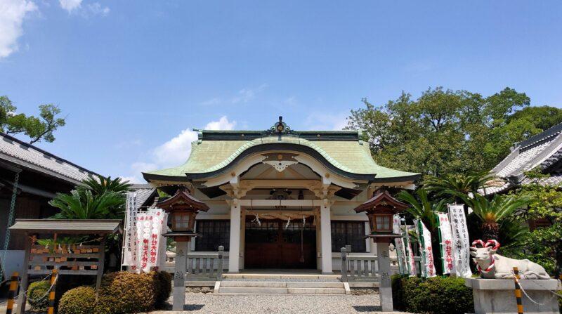 神社の拝殿の外観
