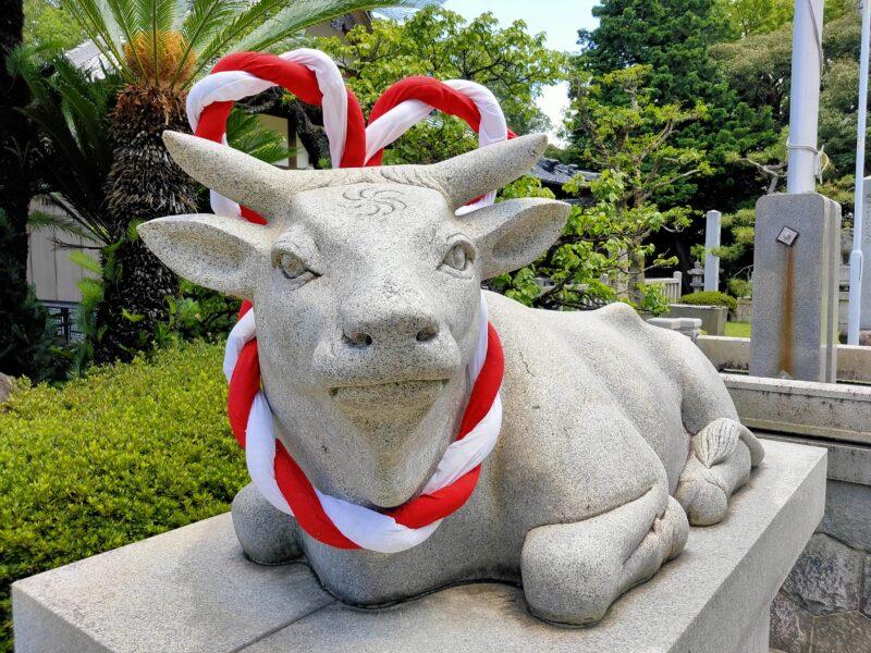 菅原道真公の使いの牛石像